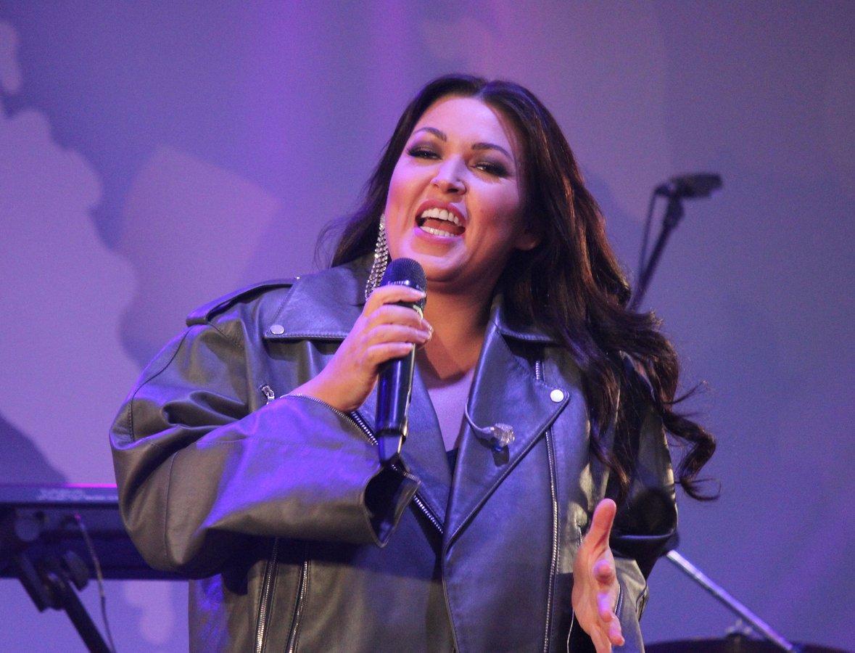 Полина Гагарина спела для нижегородцев в День России - фото 3