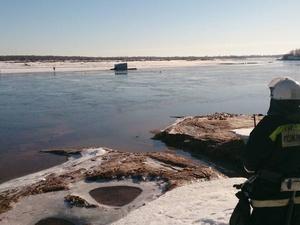 Провалившегося под лед шокированного мужчину спасли на Ветлуге