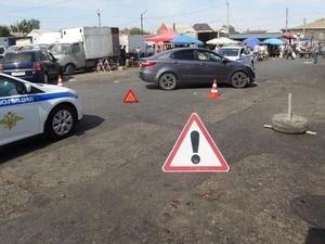 В Богородске опытный водитель сбил на парковке женщину с шестилетним ребенком