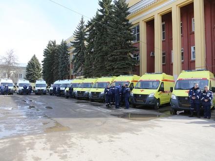 Глеб Никитин вручил врачам ключи от 29 новых машин скорой помощи