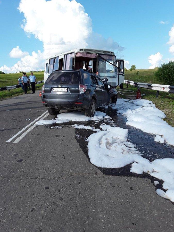 Семь человек в Перевозском районе получили травмы из-за неразъехавшихся внедорожника и автобуса