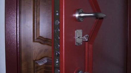 Зачем в 90-е годы в квартирах устанавливали две входные двери