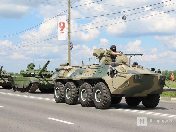 Танкисты в масках: первая репетиция парада Победы прошла в Нижнем Новгороде - фото 63