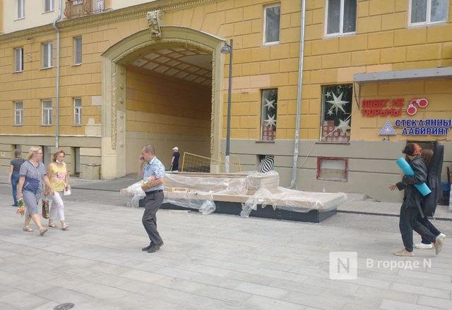 Лавочки начали устанавливать на улице Большой Покровской - фото 2