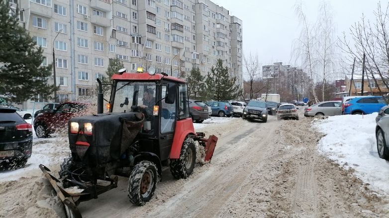 Территории у детских садов и поликлиник в Советском районе завалены снегом - фото 4