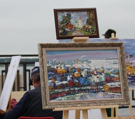 Нижне-Волжская набережная превратилась в музей под открытым небом
