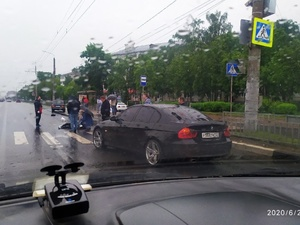 Автомобиль сбил человека на пешеходном переходе в Ленинском районе