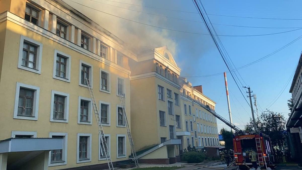 Семь человек пострадали в пожаре в общежитии ПИМУ - фото 1