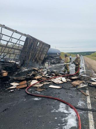 Один человек погиб в столкновении трех грузовиков в Кстовском районе - фото 4