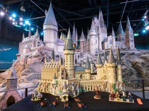 Lego создала большую модель Хогвартса и фигурки героев «Гарри Поттера»
