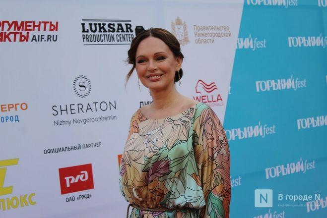 Маски на красной дорожке: звезды кино приехали на «Горький fest» в Нижний Новгород - фото 76