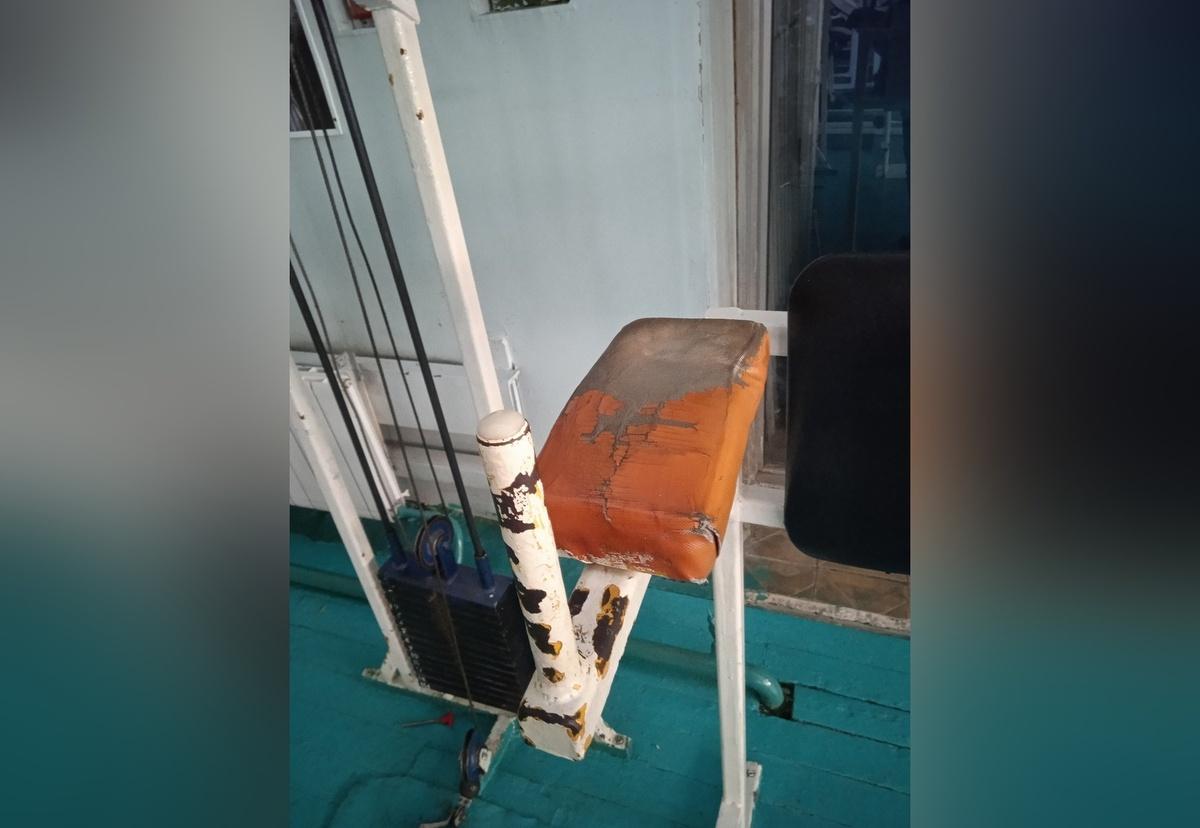 Нижегородцы пожаловались на грязь и аварийность тренажеров в спортивной школе № 1 - фото 1