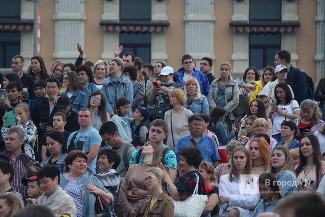 «Столица закатов» без солнца: как прошел первый день фестиваля музыки и фейерверков в Нижнем Новгороде - фото 48