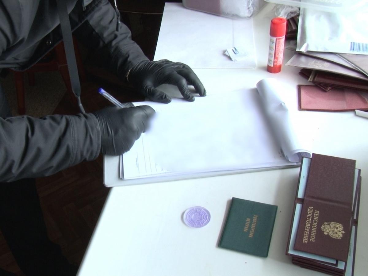 Задержан нижегородец, продававший фальшивые удостоверения сотрудников правоохранительных органов