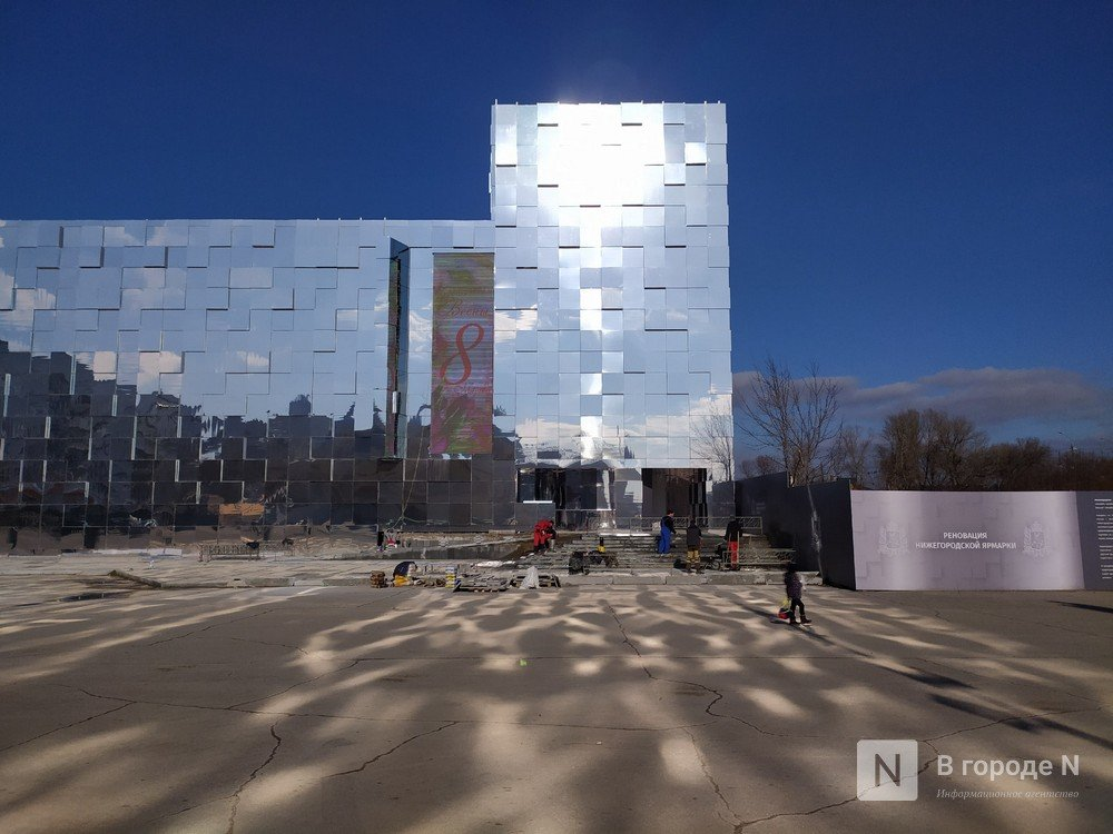 Первый павильон Нижегородской ярмарки превратили в зеркальные кубоиды - фото 3