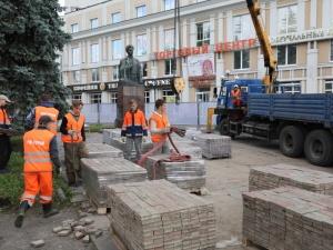 Благоустройство сквера у памятника Свердлову на Большой Покровской завершится до конца года