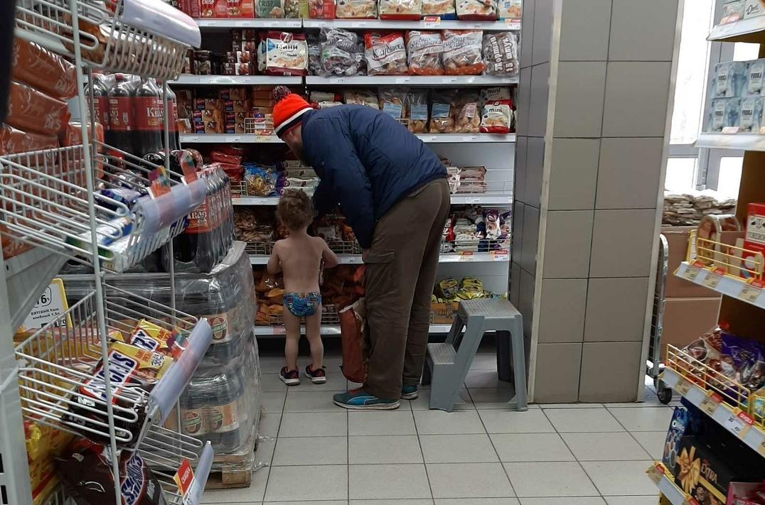 Фотографии ребенка из дзержинского магазина заинтересовали полиция - фото 1
