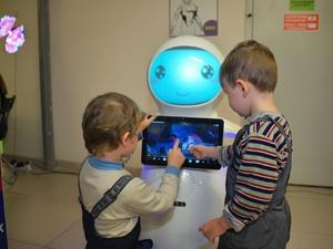 Веселые роботы приглашают в гости юных нижегородцев