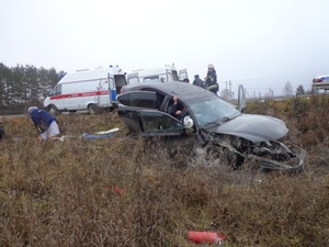 Водитель госпитализирован с переломами после опрокидывания в кювет на Бору