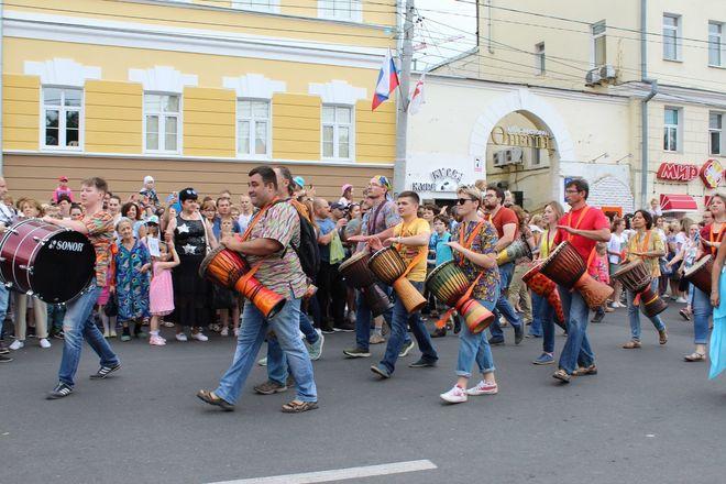 Фестивали духовых оркестров и Дружбы народов прошли в Нижнем Новгороде в День России - фото 12