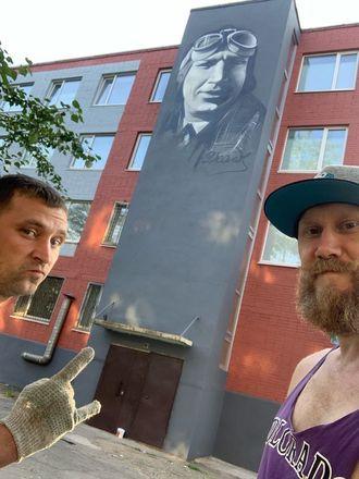 Шестиметровое граффити с легендарным нижегородским летчиком появилось в Череповце - фото 4