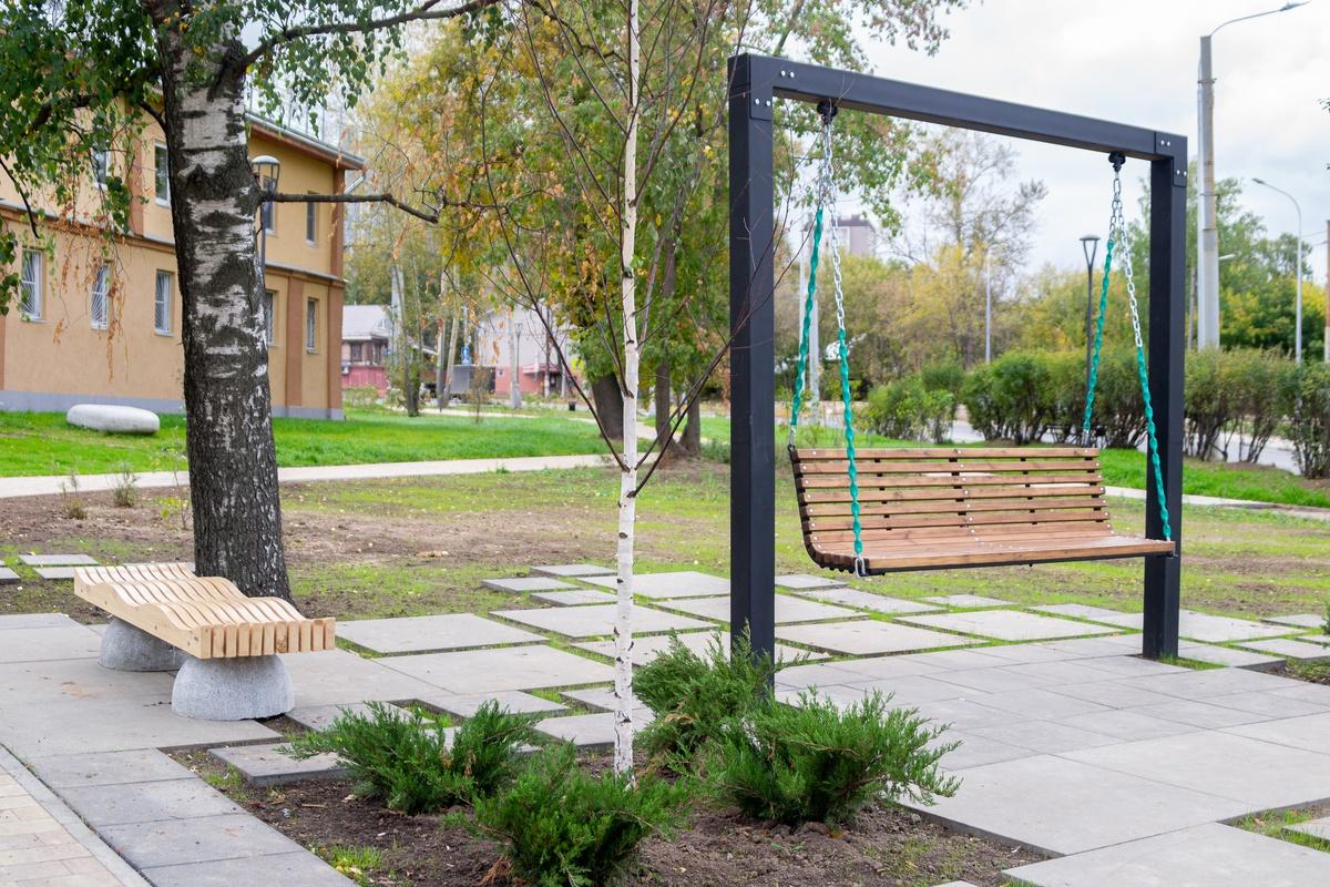 Качели с видом на фонтан появились в нижегородском сквере у ДК Ленина - фото 1