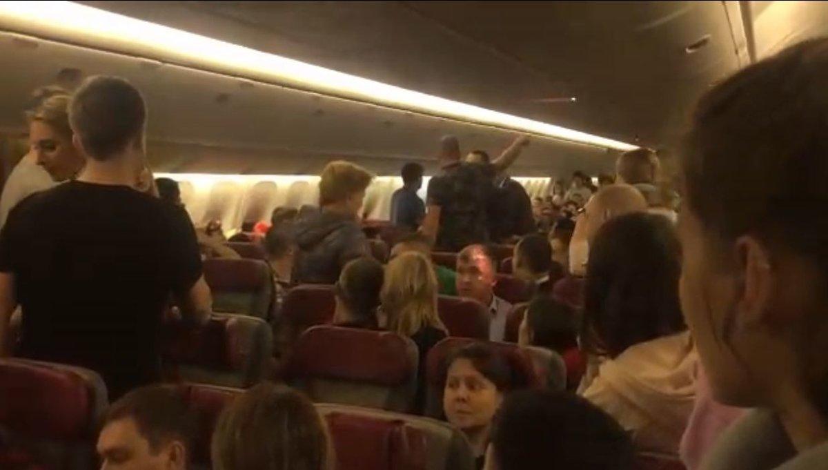 Самолет с нижегородцами на борту совершил экстренную посадку в Ташкенте из-за пьяного дебошира - фото 1
