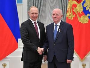 Путин вручил звезду Героя Труда экс-директору «Красного Сормова»