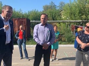 Жители поселка Новосмолинский пригласили депутата Госдумы для борьбы с равнодушием чиновников