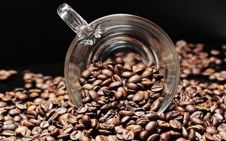 Названы три марки кофе, который на самом деле не кофе