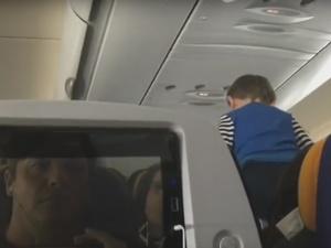 «Демонический» ребенок визжал в самолете восемь часов (ВИДЕО)